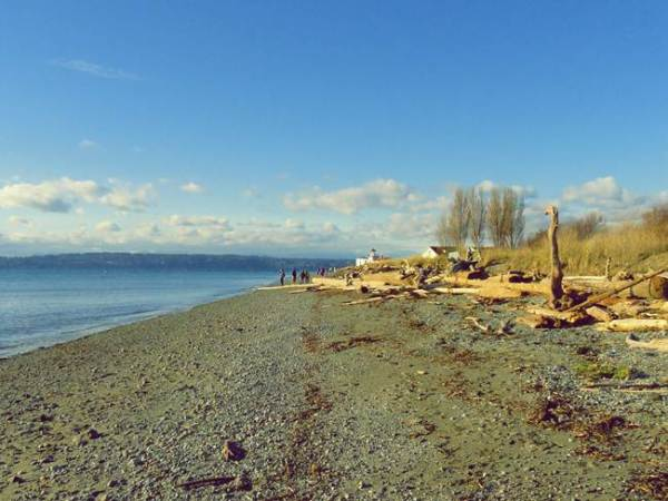 beach-lighthouse-discovery-park-seattle