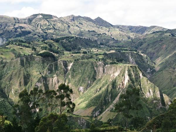 valley-hike-chugchilan-ecuador
