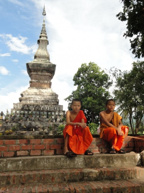 young-monks-luang-prabang